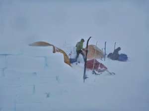 Greenland crossing expedition - making camp in a snow storm