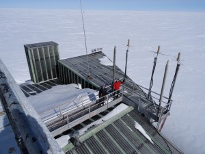 Greenland crossing expedition - Dye 2 station rooftop RS